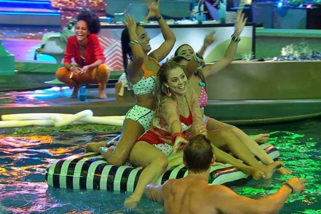 BBB19 - Brothers curtem piscina na festa (Reprodução/TV Globo)