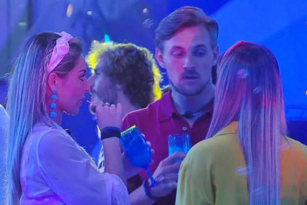 BBB19 - Diego - Paula e Hariany conversam sobre votos (Reprodução/TV Globo)