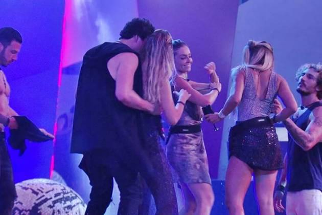BBB19 - Maycon dança com Isabella (Reprodução/TV Globo)