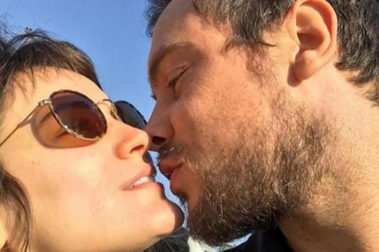 Em meio a suposta crise, Bianca Bin e Sergio Guizé são flagrados juntos por ator de 'A Dona do Pedaço'