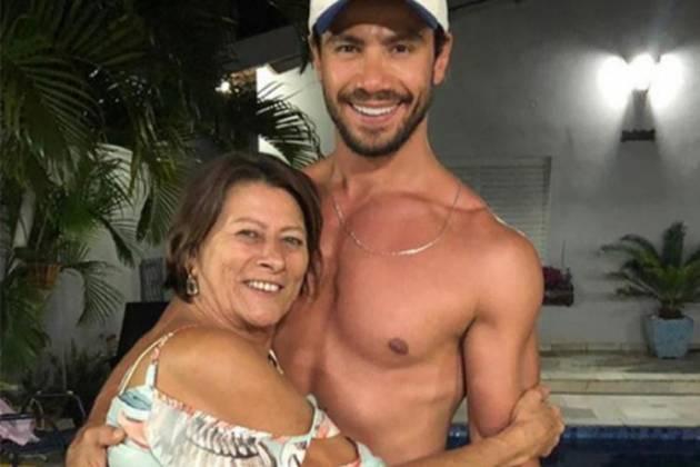 Mariano com a mãe - Reprodução/Instagram