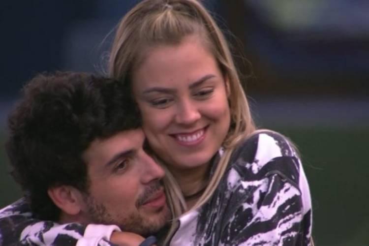 BBB19: Maycon e Isabella se beijam
