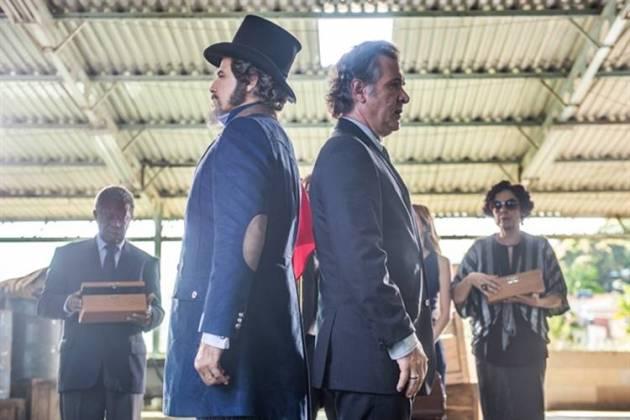 O Sétimo Guardião - Dom Sabino e Livaldo se enfrentam em duelo (Globo/Raquel Cunha)
