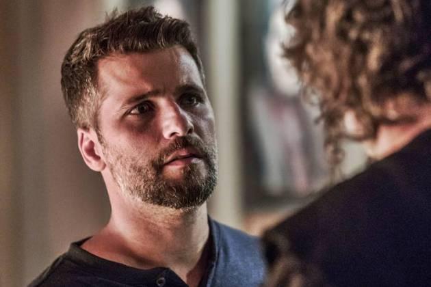 O Sétimo Guardião - Gabriel conversa com Léon (Globo/Victor Pollak)