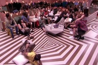 Participantes na sala - Reprodução/TV Globo