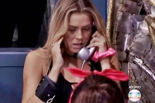 BBB19 - Isabella atende o Big Fone (Reprodução/TV Globo)