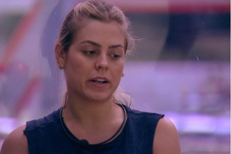 BBB19: Isabella fica incomodada após ter atendido o 'Big Fone'