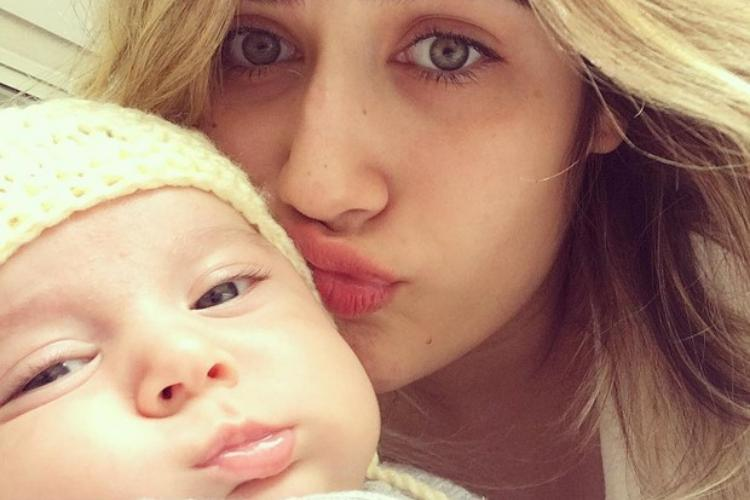 Filha de cantor sertanejo se desespera após ter que deixar o filho
