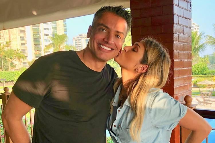 Lívia Andrade manda recado para Leo Dias após comentário emocionante sobre fim do 'Fofocalizando'