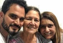Luciano Camargo com a mãe e irmã/Instagram