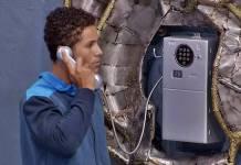 BBB19 - Danrley atende o Big Fone (Reprodução/TV Globo)