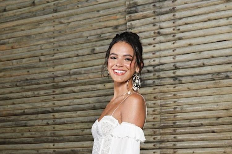 Bruna Marquezine surge de look comportado e recebe críticas dos fãs; Entenda!