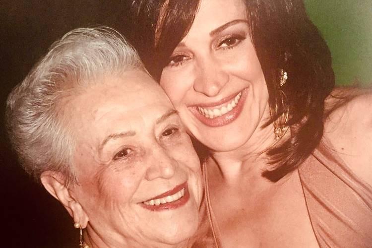 """Claudia Raia relembra a mãe e faz homenagem: """"Te amarei eternamente"""""""