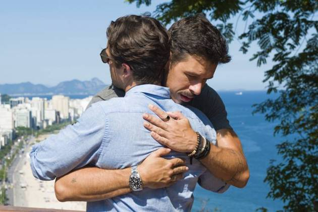 Espelho da Vida - Alain e Daniel se conhecem no Rio (Globo/Cesar Alves)