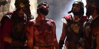 Jesus - Jesus é humilhado e recebe coroa de espinhos (Blad Meneghel/ Record TV)