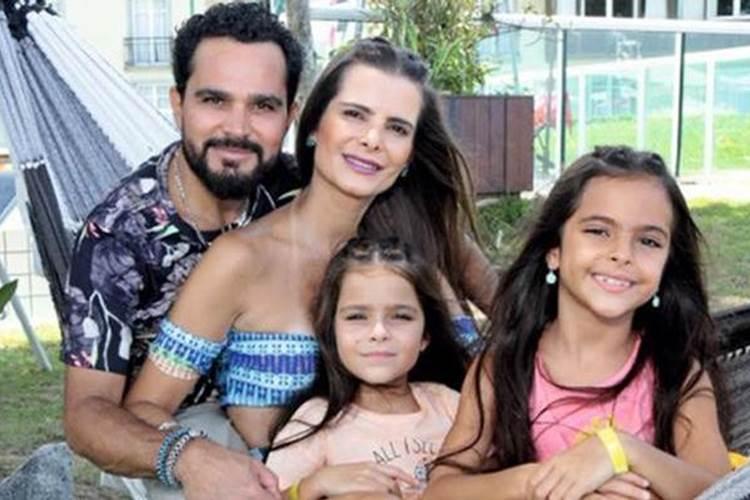 Sertanejo Luciano encerra o carnaval curtindo programa em família