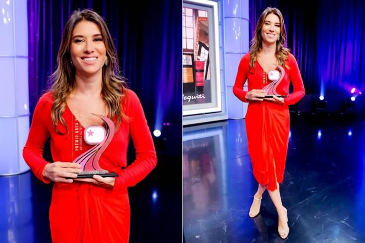Rebeca Abravanel com o Troféu Área VIP (Gabriel Cardoso/SBT)