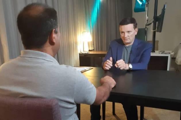 Roberto Cabrini entrevista Ferreirinha (Divulgação/SBT)
