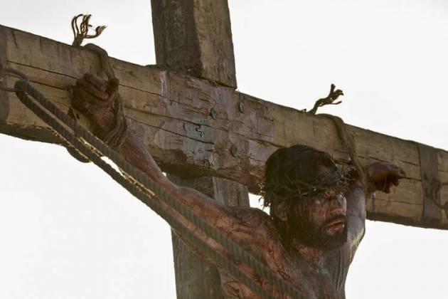Jesus é crucificado (Blad Meneghel e Edu Moraes/ Record TV)