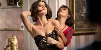 Verão 90 - Vanessa e Larissa brigam (Fabiano Battaglin/Gshow)