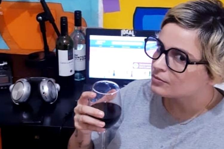 Após confusão em saída do 'Pânico', Amanda Ramalho se manifesta sobre participação em 'A Fazenda'