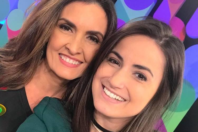 Mari Palma parabeniza Fátima Bernardes pelos sete anos do programa Encontro