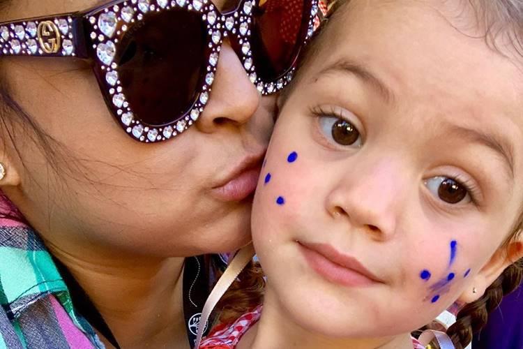 Preta Gil se encanta na festa junina da neta, Sol de Maria