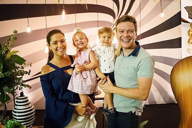 Thais Fersoza e a família /Reprodução Instagram