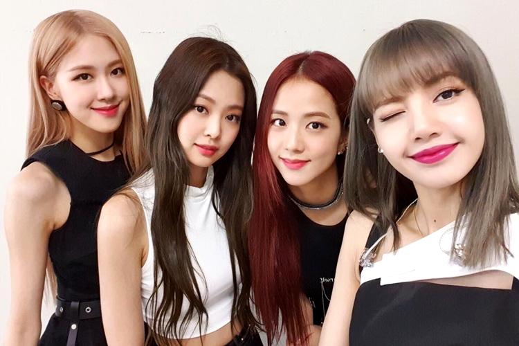Da esquerda para a direita - Rosé, Jennie, Jisoo e Lisa - BLACKPINK