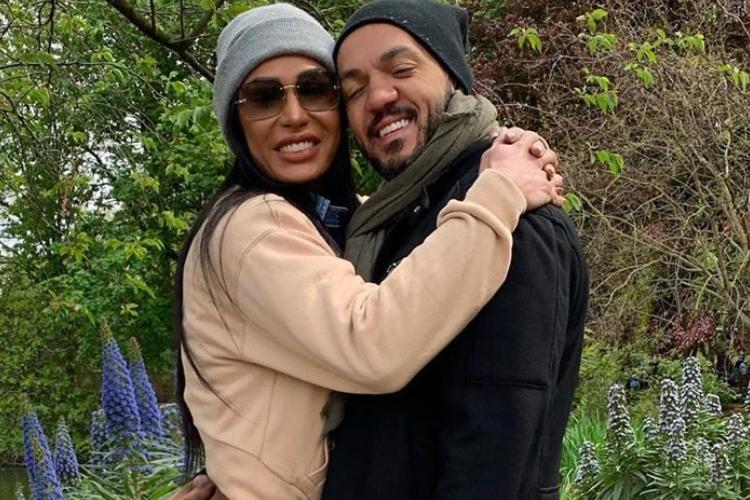 """Gracyanne Barbosa e Belo causam com foto ousada na web e cantor se declara: """"Meu único e verdadeiro amor"""""""