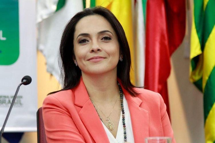 Izabella Camargo faz desabafo após saída da Rede Globo