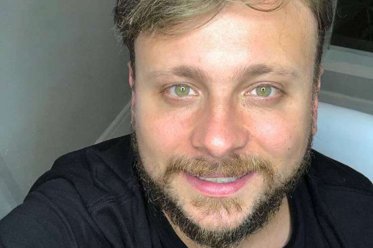 Produtor dos famosos, Léo Fuchs celebra primeiro ano sem fumar: 'Estou muito feliz'