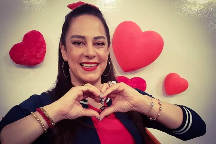 Silvia Abravanel encanta ao postar click antigo em homenagem a Iris Abravanel