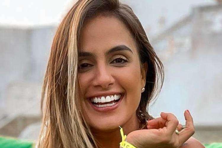 EX-BBB Carol Peixinho recebe elogios com click provocante