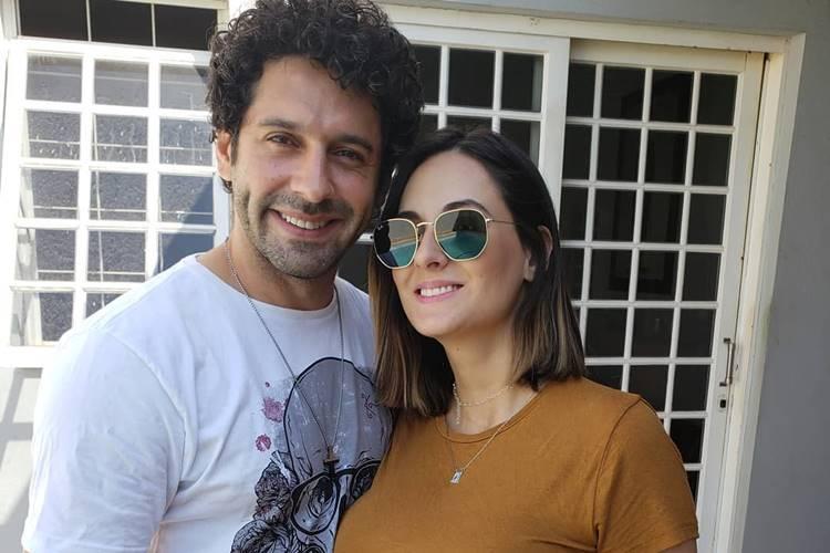 Ator da Globo, João Baldasserini, se casa e faz declaração na web