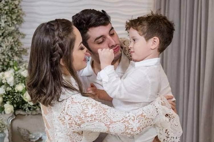 Mulher de sertanejo se pronuncia sobre vídeo íntimo do marido com homens
