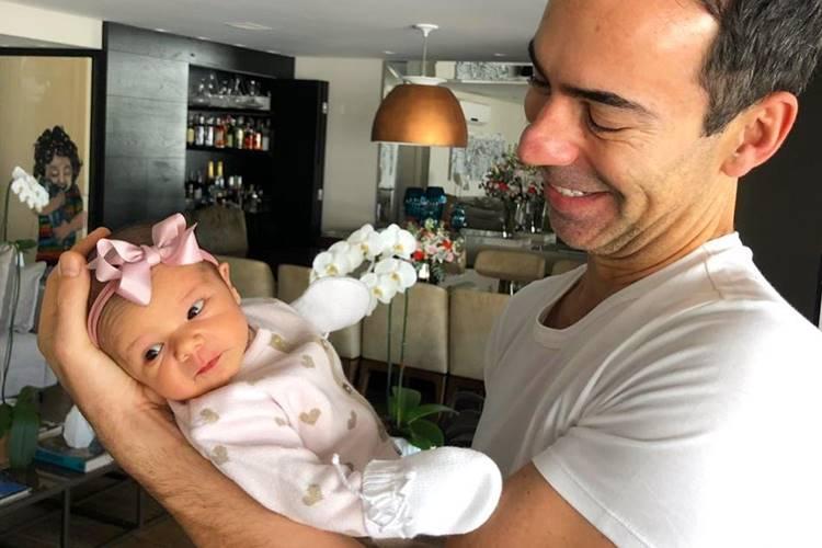 César Tralli comemora o seu primeiro dia dos pais e fala da filha, Manuella