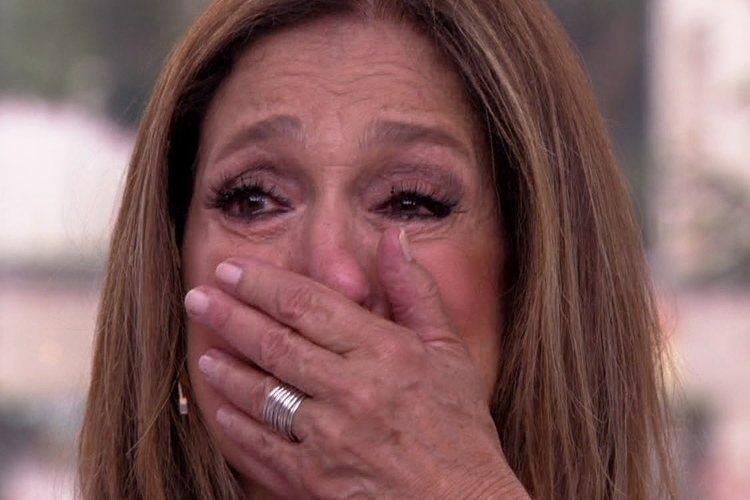Susana Vieira é flagrada chorando aos prantos durante evento