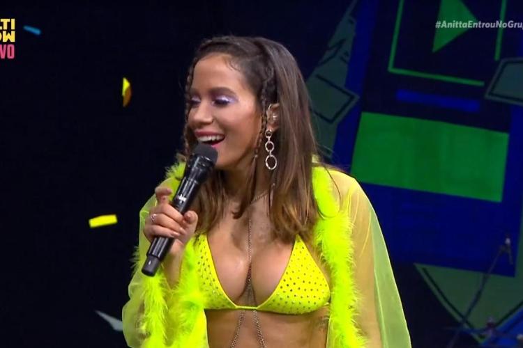 Anitta gera polêmica ao detonar ex-empresária ao vivo durante programa