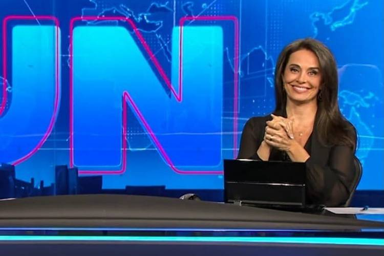 Carla Vilhena celebra os 50 anos do 'Jornal Nacional'