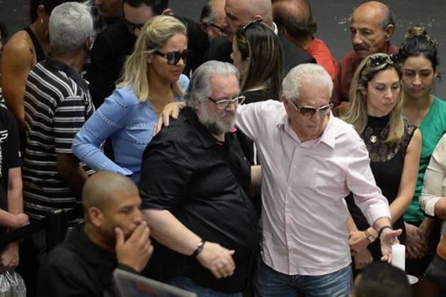 Carlos Alberto com a mulher Renata e Leão Lobo (Francisco Cepeda/AgNews)