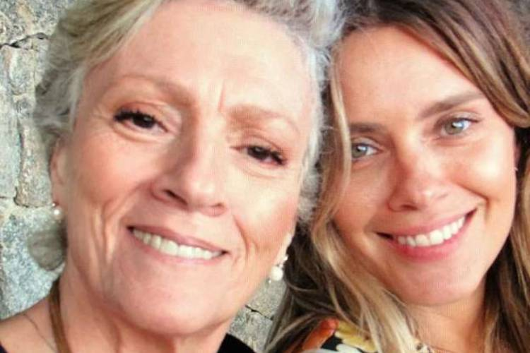 """Carolina Dieckmann relembra morte da mãe: """"Saudade ganhou um novo significado"""""""