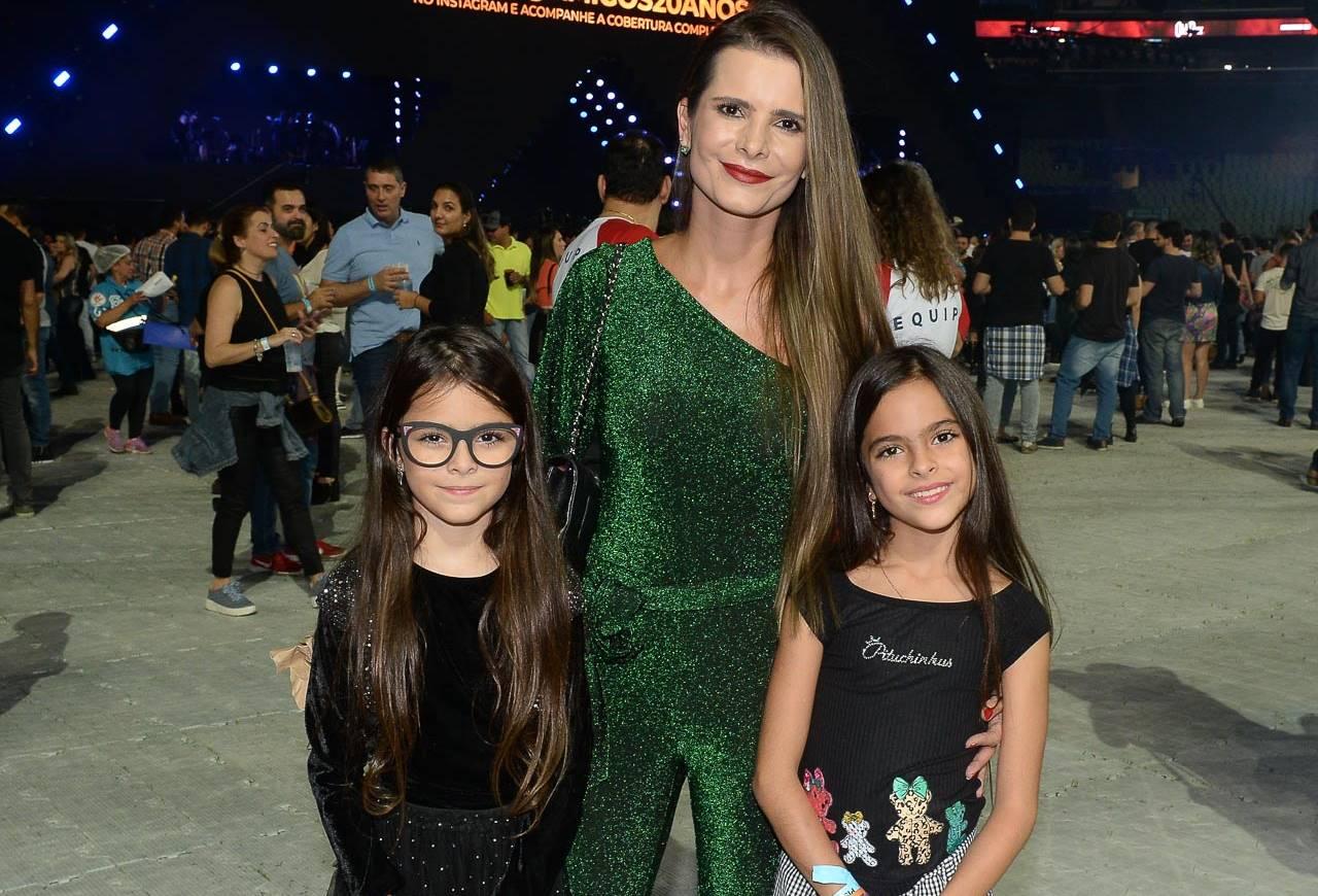 Flávia Fonseca e as filhas - Foto: AG News/Francisco Cepeda