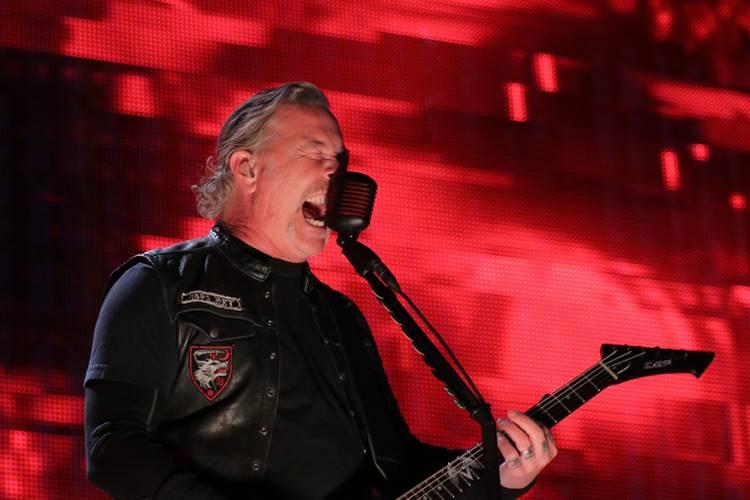 Metallica adia turnê após recaída de James Hetfield