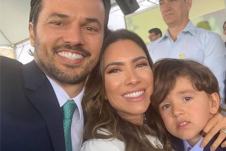 Ao lado da família, Patrícia Abravanel marca presença no desfile de 7 de setembro