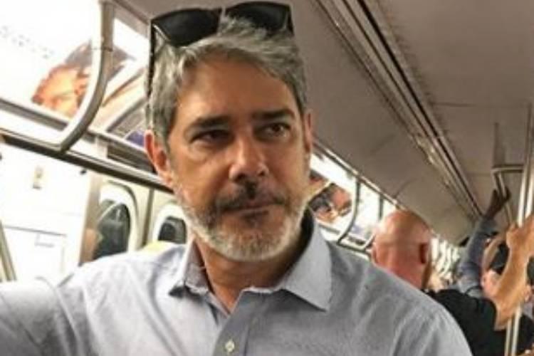 William Bonner é flagrado em transporte público com colegas da Globo