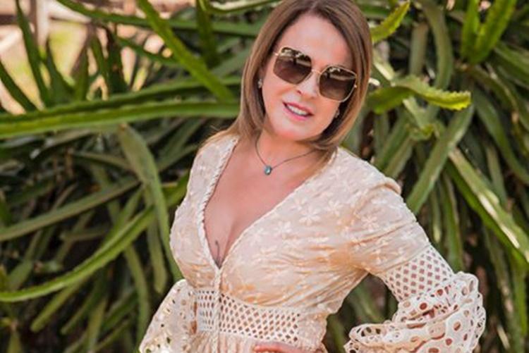 Zilu Camargo exibe corpão e manda indireta misteriosa