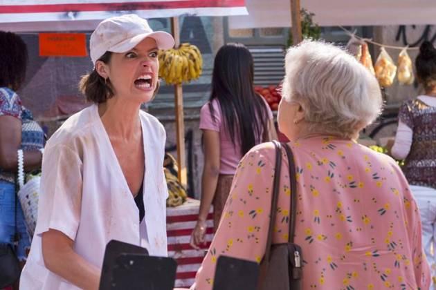 A Dona do Pedaço - Josiane briga com Marlene (Globo/Estevam Avellar)