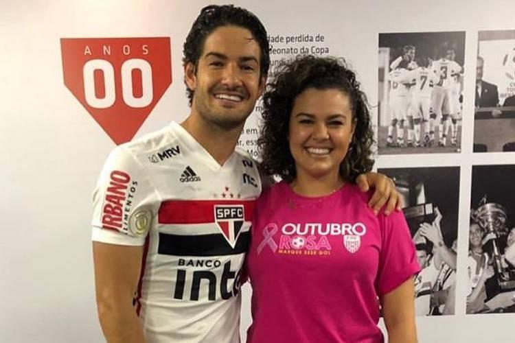 """Alexandre Pato posa com a irmã e celebra a cura do câncer: """"Você venceu uma guerra"""""""