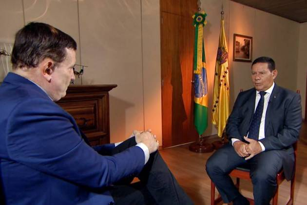 Cabrini entrevista o general vice-presidente Hamilton Mourão (Divulgação/SBT)